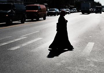 پلیس میامی حجاب زن مسلمان بازداشت شده در تظاهرات را از سرش کشید
