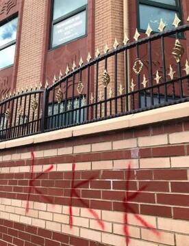 پلیس کالیفرنیا هنوز عامل شعارنویسی نژادپرستانه بر دیوار مساجد را پیدا نکرده
