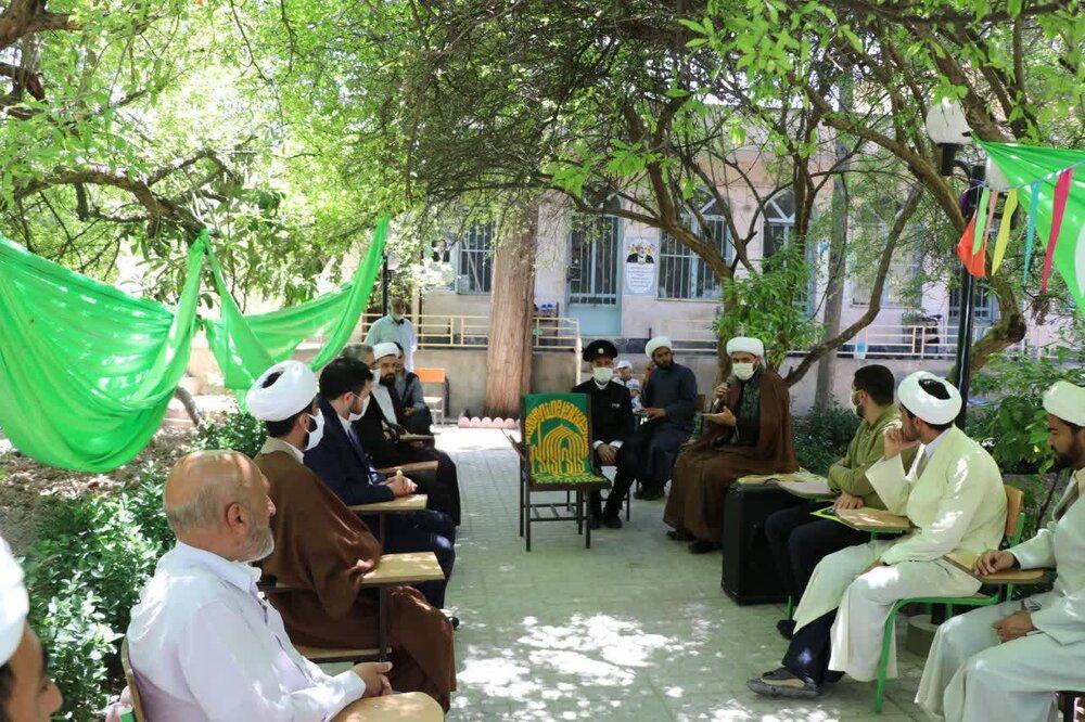 حضور خادمان حرم رضوی در مدرسه منصوریه شیراز به روایت تصویر