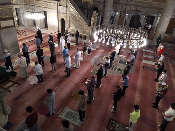 Mosques reopened in Turkey for prayers after virus suspension