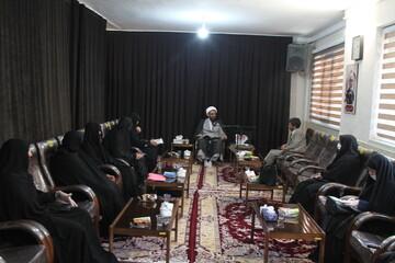دانش آموختگان حوزه خواهران در مشاوره مذهبی ورود کنند