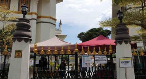 Singapore mosques resume Friday prayers after 15-week suspension