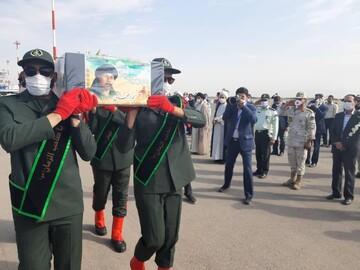 پیکر شهید نسیم افغانی وارد مشهد مقدس شد + عکس