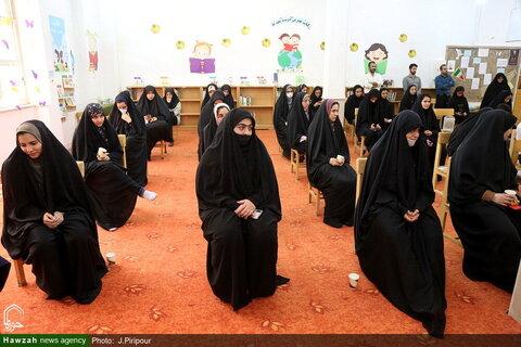 بالصور/ إزاحة الستار عن كتاب حياة الإمام الرضا (ع) وزيارته بقم المقدسة