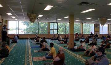 بالصور/ أول صلاة للجمعة للمسلمين بكندا بعد حرمان بسبب كورونا