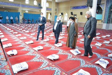 تصاویر/ بازدید نماینده ولی فقیه در آذربایجان غربی از توزیع بسته های معیشتی در ارومیه