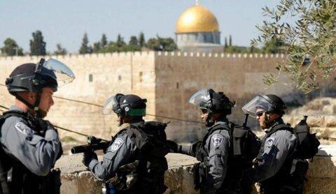 عشرات المستوطنين يقتحمون الأقصى بحماية شرطة الإحتلال