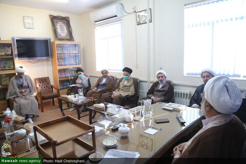 بالصور/ اجتماع مشترك لمدير التبليغ الديني ولجنة التعليم والتربية الإسلامية للحوزة العلمية بقم المقدسة