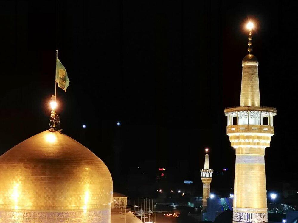 فیلم   تعویض پرچم حرم مطهر رضوی همراه با نوای نقارهخانه