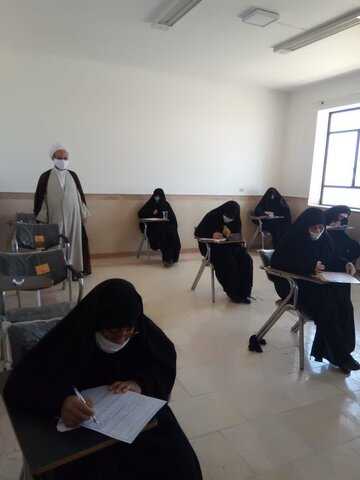 مدیر حوزه علمیه خواهران یزد از برگزاری امتحانات مدارس علمیه خواهران استان بازدید کرد