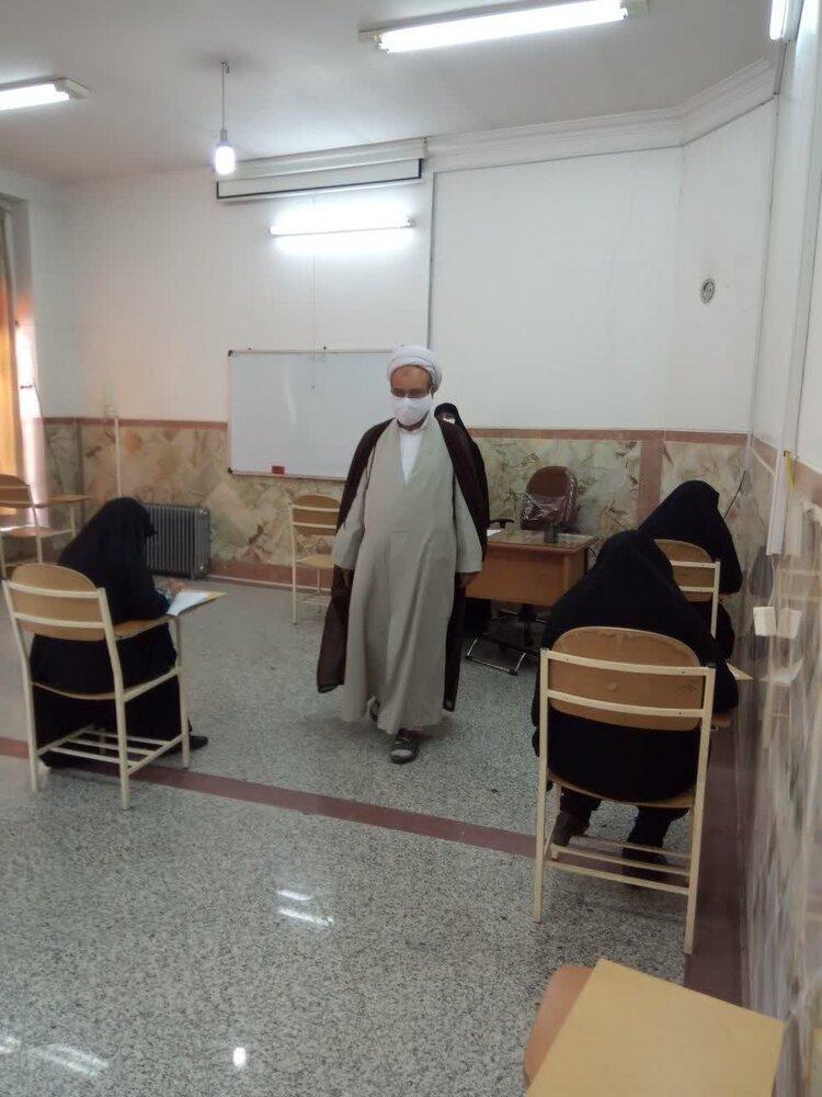 مدیر حوزه علمیه خواهران یزد از برگزاری امتحانات بازدید کرد