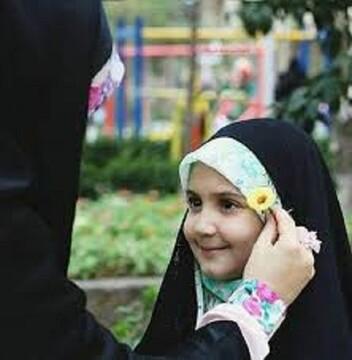 بدترین نوع نگاه به موضوع حجاب، ارائه مباحث شعاری و مقطعی است/ رسانه دینی خود را برای یک ستیز بزرگ با فرهنگ غرب آماده کند