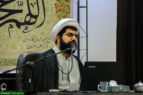 بالصور/ إقامة ندوة تخصصية لمديري أقسام التهذيب للمدارس العلمية في محافظة أصفهان