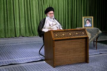 Ayatollah Khamenei :The U.S. admits the failure of sanctions against Iran