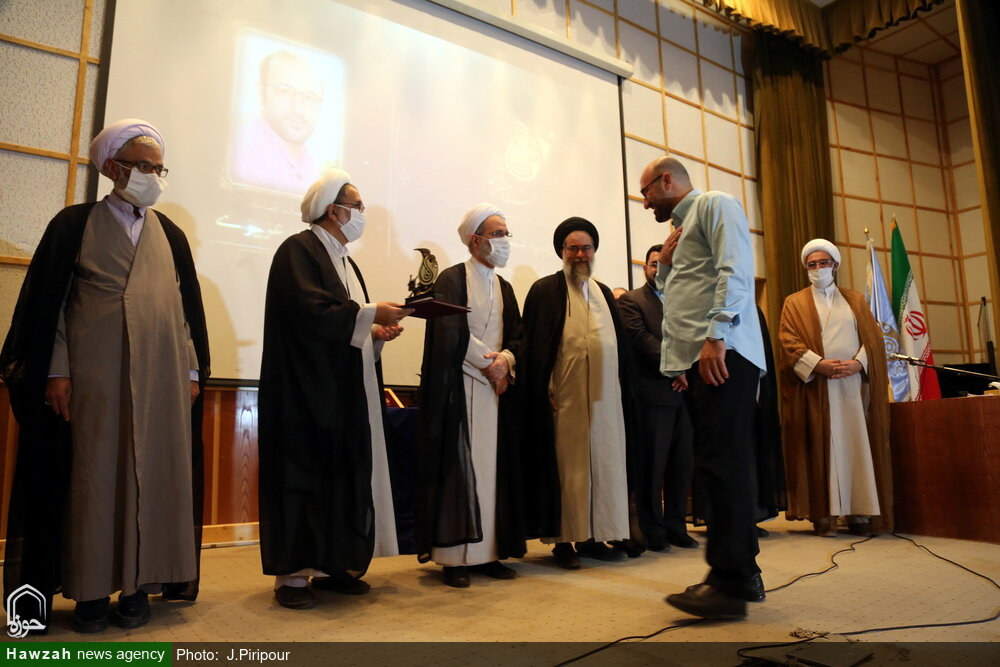 تصاویر/ اختتامیه هفتمین جشنواره هنر آسمانی در سالن اجتماعات مدرسه علمیه معصومیه