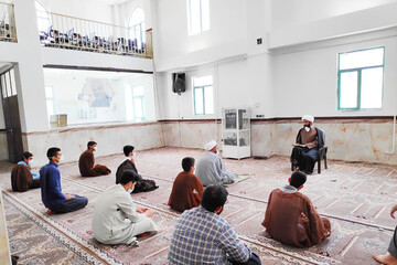 اجرای طرح ارتقایی و نواقصی در مدرسه علمیه اسلام آباد غرب+ تصاویر