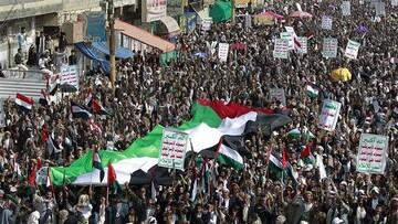 تا آزادی کامل اراضی فلسطینی در کنار ملت فلسطین هستیم