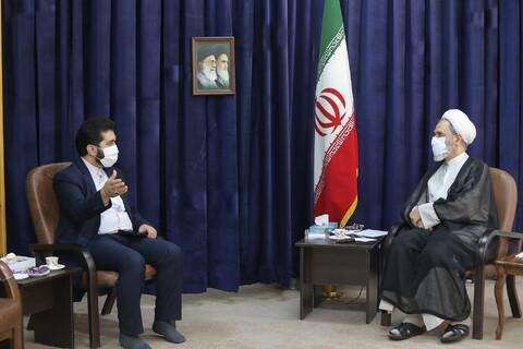 ئيس المجلس الأعلى للمحافظات الإيرانية يلتقي بآية الله الأعرافي بقم المقدسة