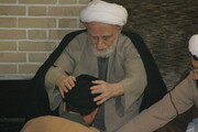 تصاویر آرشیوی از عمامهگذاری طلاب توسط آیت الله العظمی بهجت(ره) در سال ۱۳۸۴