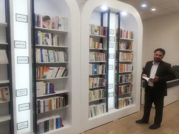 مراسم عقدنکاح زوج قمی در فضایی مملو از کتاب