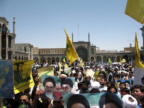 تصاویر آرشیوی از تجمع طلاب غیرایرانی در حمایت از مردم لبنان و فلسطین در مردادماه سال ۱۳۸۴