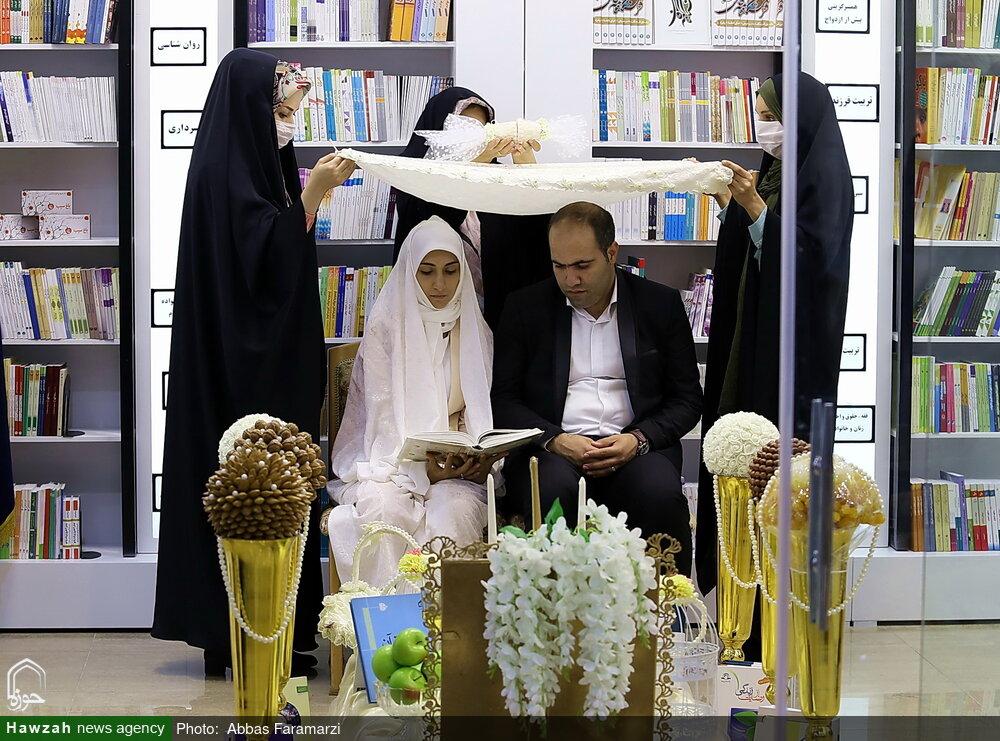 تصاویر/ مراسم عقد زوج قمی در فروشگاه تخصصی کتاب زن و خانواده