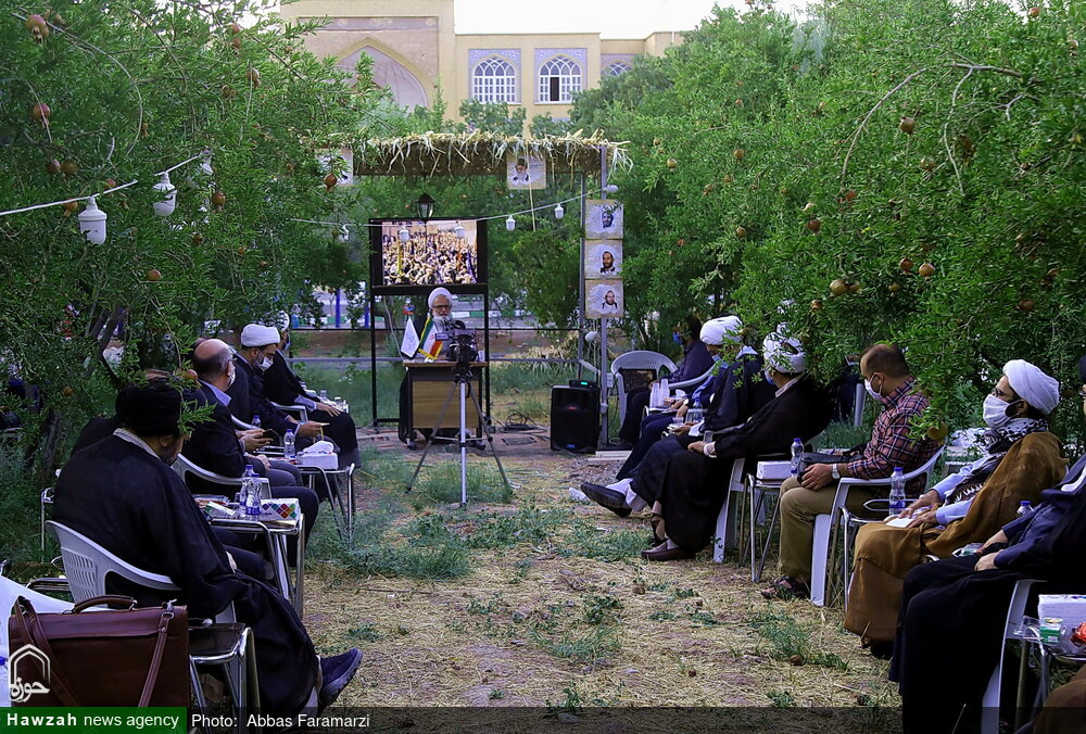 تصاویر/ نشست هماهنگی ستاد کرامت استان قم در مدرسه علمیه مشکات