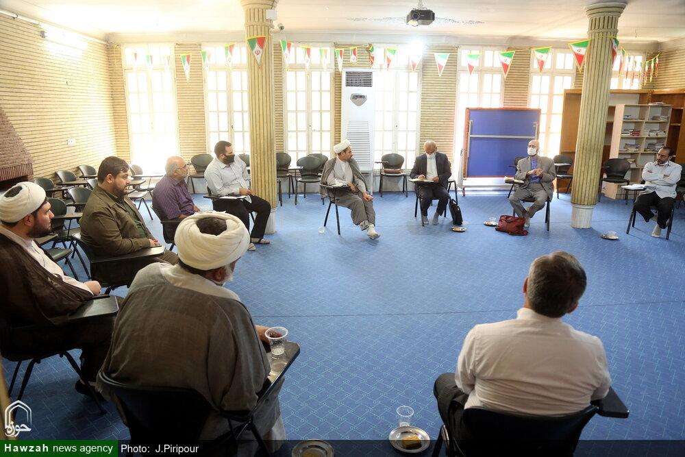 تصاویر/ نشست سخنگوی کمیسیون آموزش و تحقیقات مجلس با جمعی از فعالان عرصه تعلیم و تربیت و مدرسه داری در قم