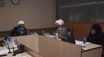 دفاع از پایان نامه «صنعت تضاد در آیات اقامه و اضاعه نماز» در اصفهان