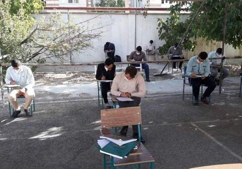 تصاویر/ برگزاری امتحانات نیم سال دوم طلاب قروه با رعایت پروتکل های بهداشتی