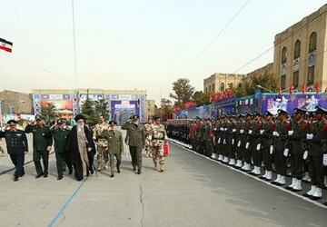 پرچم و نشان فداکاری به دانشگاه افسری امام علی(ع) ارتش اهدا میشود