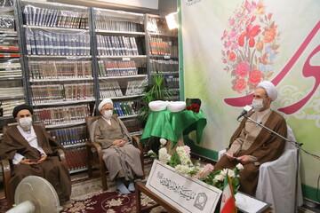 پیام امام هادی(ع) را به زبان های مختلف به گوش جهانیان برسانید