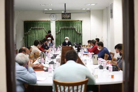 تصاویر/ نشست عکاسان خبری قم با معاونت فرهنگی حرم کریمه اهل بیت