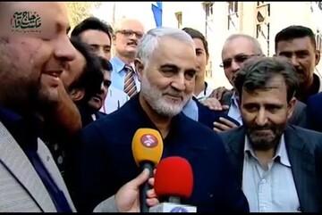 فیلم | لحظاتی از گفتوگوی سالهای اخیر حاج قاسم سلیمانی با خبرنگاران