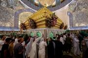 بالصور/ الزائرون المهنئون لأمير المؤمنين (عليه السلام) في عيد الغدير الأغر يبتهلون برفع البلاء والوباء من تحت قبته الشريفة