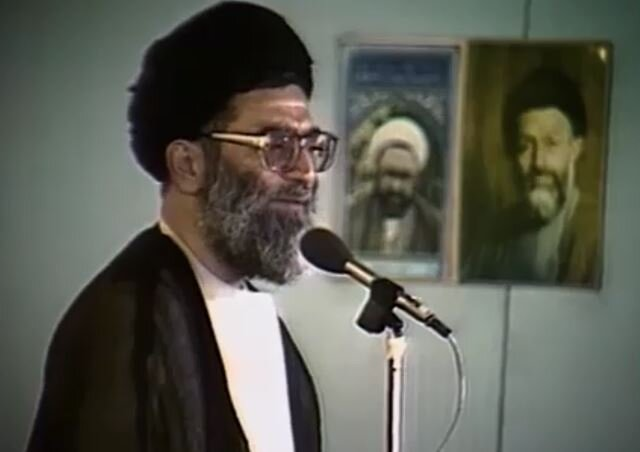 فیلم | شرح ماجرای غدیر خم توسط آیتالله خامنهای در نماز جمعه سال ۶۶