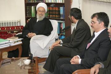 تصاویر آرشیوی از دیدار وزیر بهداشت وقت با آیت الله العظمی مکارم شیرازی در سال ۱۳۸۴