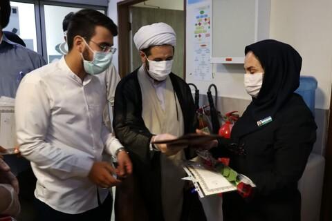 تصاویر شما/ اهدای هدیه به کادر درمان بیمارستانهای البرز توسط طلاب جهادی به مناسبت عید غدیر