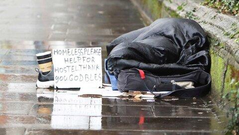 در بحران کرونا، خیریه مسلمانان ایرلندی به بیخانمانها غذارسانی میکند