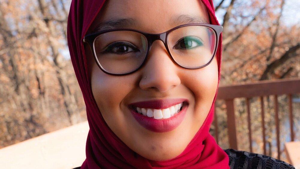 مسلمان محجبه به عنوان «معلم نمونه سال ۲۰۲۰» در مینه سوتا انتخاب شد