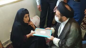حضور امام جمعه خرم آباد در منزل شهید حمیدی نیا