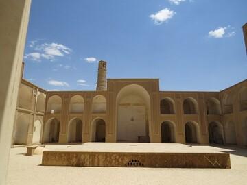 مسجدی با دو محراب در قلب ابرکوه + عکس
