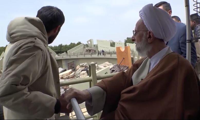 فیلم | بازدید آیت الله مصباح یزدی از نمایشگاه ملیتا در جنوب لبنان در سال ۹۶