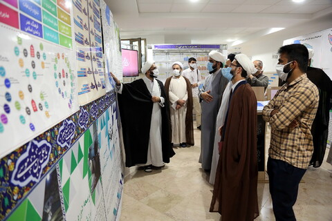 بازدید مسئول مرکز رسانه و فضای مجازی حوزههای علمیه از نمایشگاه دستآوردهای معاونت آموزش