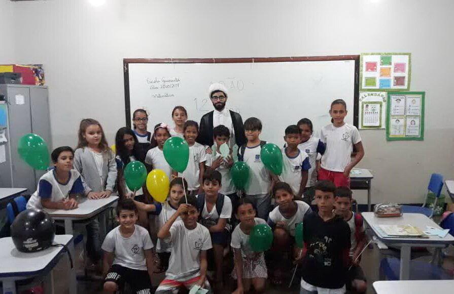 وقتی دانش آموزان برزیلی مجذوب لباس یک روحانی می شوند/ از قم تا  گویانیا همراه با حجت الاسلام قادری