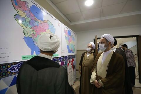 بازدید آیت الله اعرافی از نمایشگاه دستآوردهای معاونت آموزش حوزه