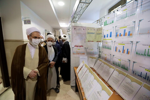 تصاویر/ بازدید آیت الله اعرافی از نمایشگاه دستآوردهای معاونت آموزش