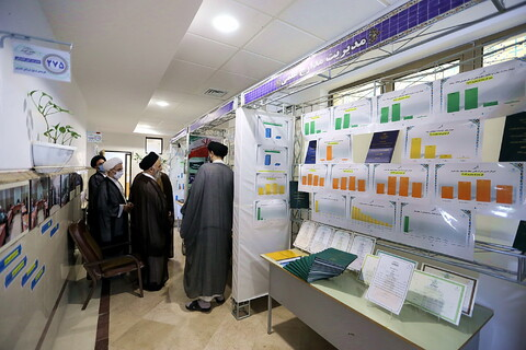 تصاویر/ بازدید آیت الله غروی از نمایشگاه دستآوردهای معاونت آموزش
