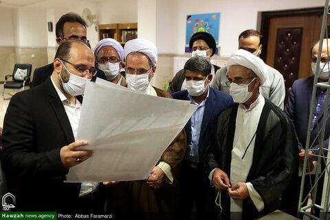 بالصور/ آية الله الأعرافي يتفقد معرض منتجات قسم التعليم للحوزة العلمية بقم المقدسة