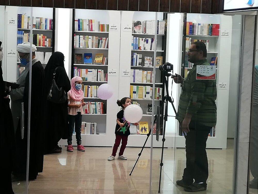 طرح خانواده مرکز نشر هاجر جوایز